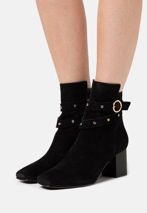 SLFZOEY STUD BOOT  - Kotníkové boty - black