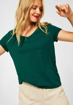 T SHIRT IM BASIC STYLE - Basic T-shirt - grün