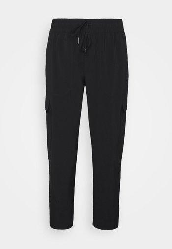 NEVER STOP WEARING PANT  - Pantaloni cargo - schwarz