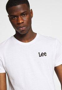 Lee - TWIN 2 PACK - Print T-shirt - white/green - 5
