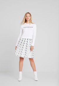 Calvin Klein Jeans - INSTITUTIONAL LOGO CROP - Long sleeved top - bright white - 1