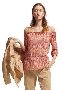 comma - Jumper - coral zic zac knit - 4