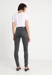 Calvin Klein Jeans - CKJ 010 HIGH RISE SKINNY  - Skinny džíny - stockholm grey - 2