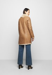 STUDIO ID - CLASSIC COAT - Winter coat - camel/light camel - 2