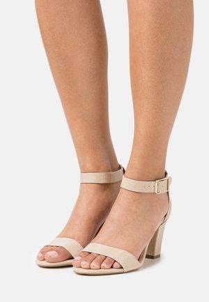 Sandały - nude