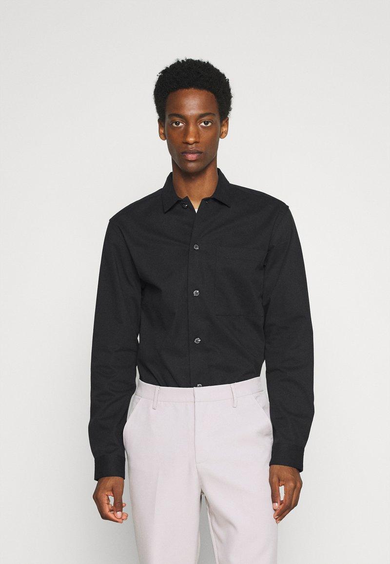 Selected Homme - SLHLOOSETIVAN  - Kostymskjorta - black