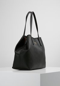 Guess - VIKKY TOTE SET - Sac à main - black - 3