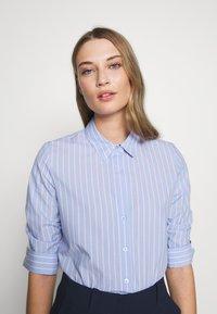 Steffen Schraut - BENITA ESSENTIAL BLOUSE - Button-down blouse - miami - 4