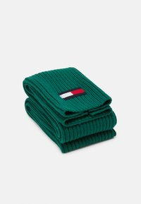 Tommy Hilfiger - BIG FLAG SCARF - Scarf - green - 1