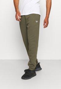 Reebok - IDENTITY - Pantalones deportivos - army green - 0
