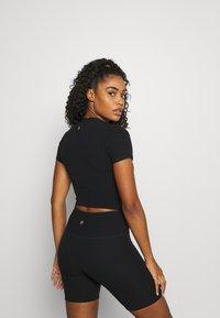 Cotton On Body - Jednoduché triko - black - 2