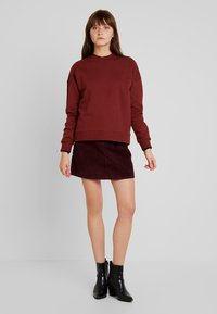 Vero Moda - VMKARINA A-SHAPE SHORT - A-Linien-Rock - port royale - 1