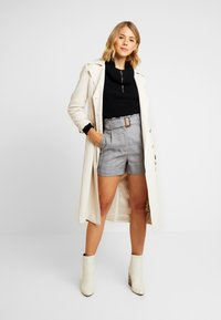 Lost Ink - WITH FRILL WAIST - Shorts - black - 1