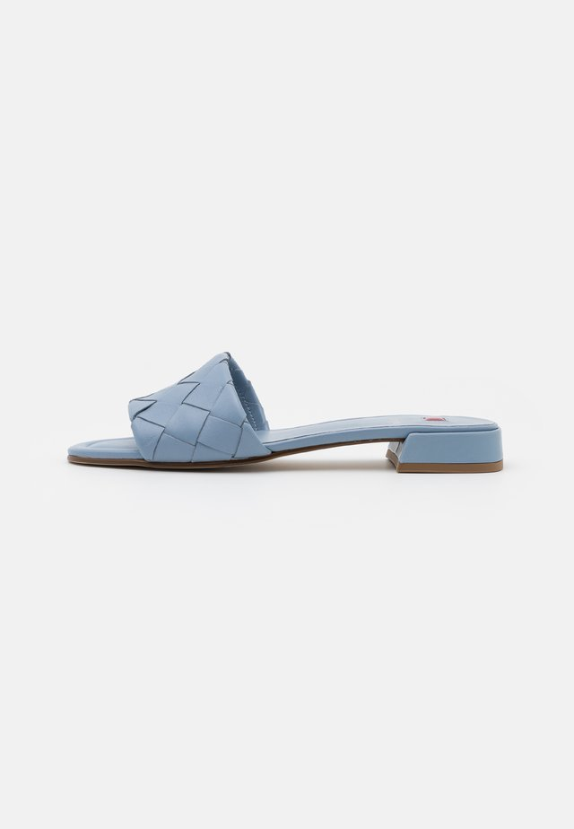 FELINA - Matalakantaiset pistokkaat - jeans