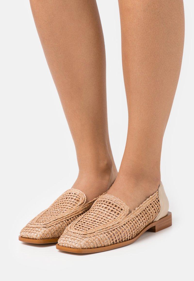 ÁNGEL ALARCÓN - Nazouvací boty - skin