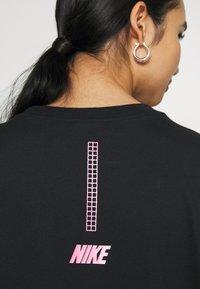 Nike Sportswear - Print T-shirt - black/hyper pink - 5