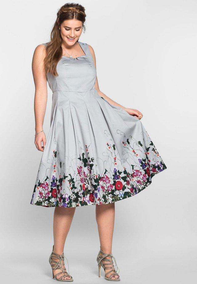 BY JOE BROWNS - Cocktail dress / Party dress - lichtgrau bedruckt