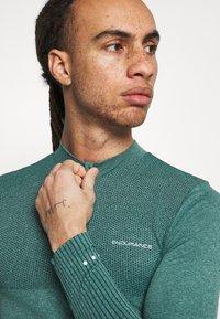 Endurance - JARO SEAMLESS MIDLAYER - Long sleeved top - ponderosa pine - 3