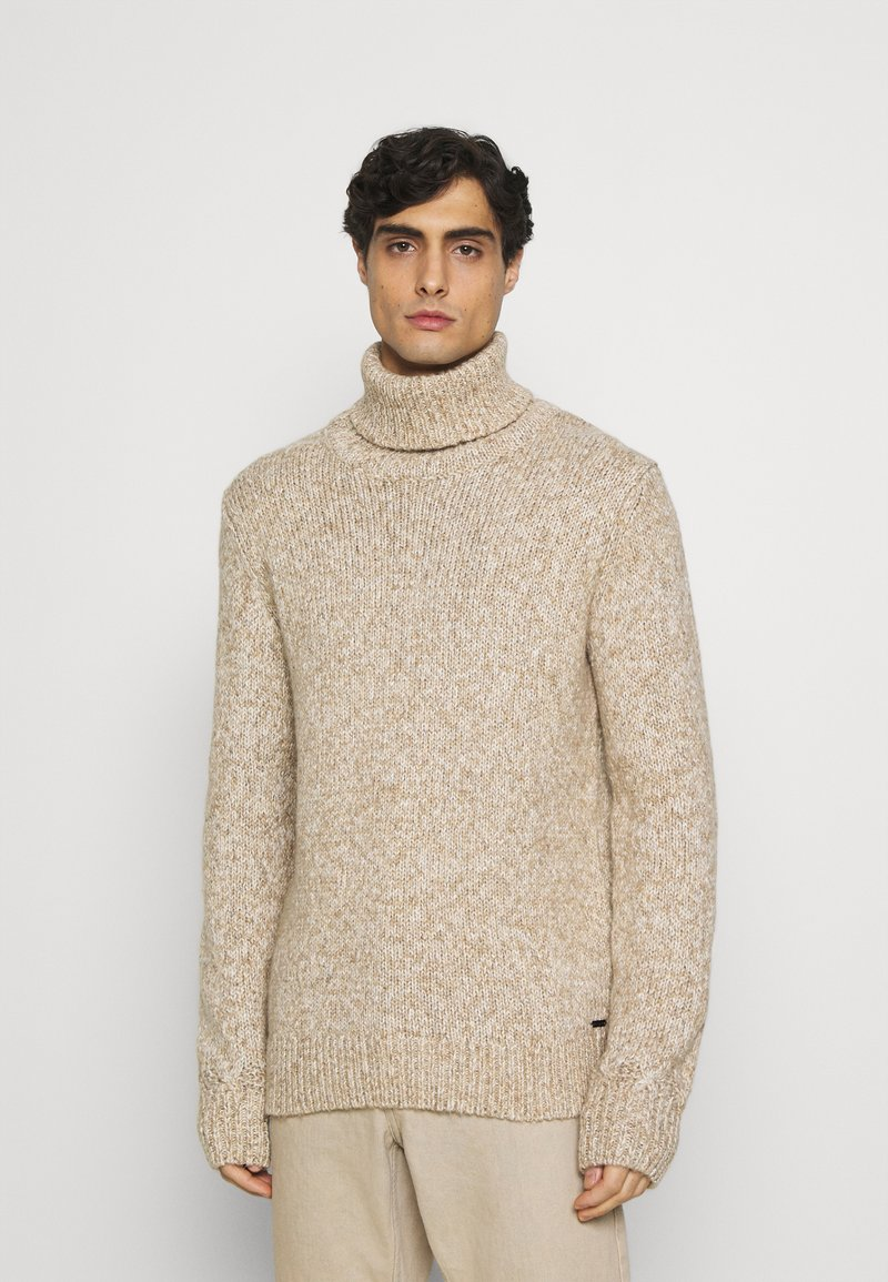 TOM TAILOR - TURTLE NECK SWEATER - Stickad tröja - white/camel