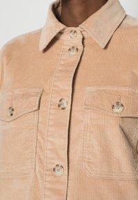 TOM TAILOR DENIM - CORDUROY SHACKET - Light jacket - dark sand beige - 4