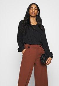 JDY - JDYGEGGO NEW ANCLE PANTS - Trousers - cherry mahogany/black - 3