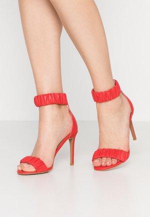 DILLON - Sandalen met hoge hak - chilli