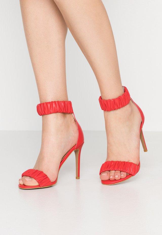 DILLON - Sandaler med høye hæler - chilli