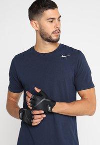 Nike Performance - MEN´S EXTREME FITNESS GLOVES - Fingerless gloves - black/anthracite/white - 0
