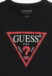 Guess - JUNIOR CROPPED CORE - T-shirt z nadrukiem - jet black - 3