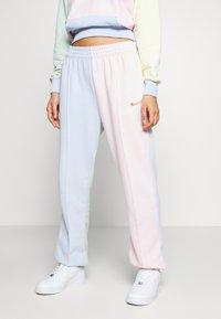 Nike Sportswear - PANT  - Teplákové kalhoty - hydrogen blue/pink foam - 0