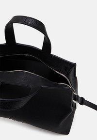 Calvin Klein - TOTE - Sac à main - black - 2