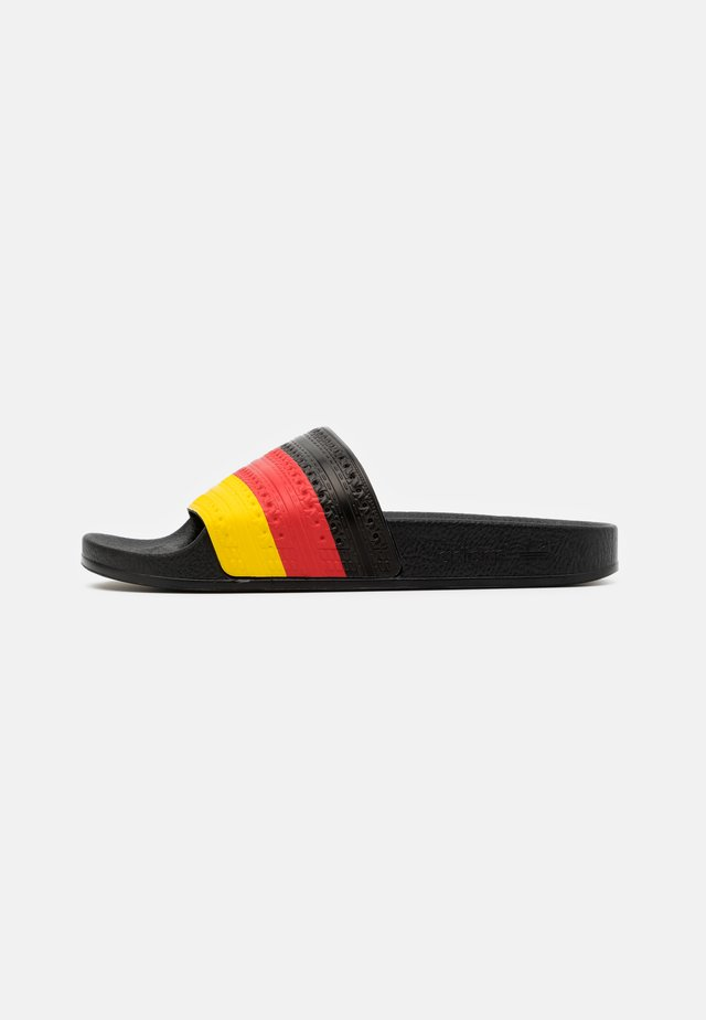 ADILETTE SPORTS INSPIRED SLIDES UNISEX - Mules - core black/red/yellow