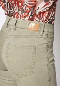 TONI - Trousers - light khaki - 1