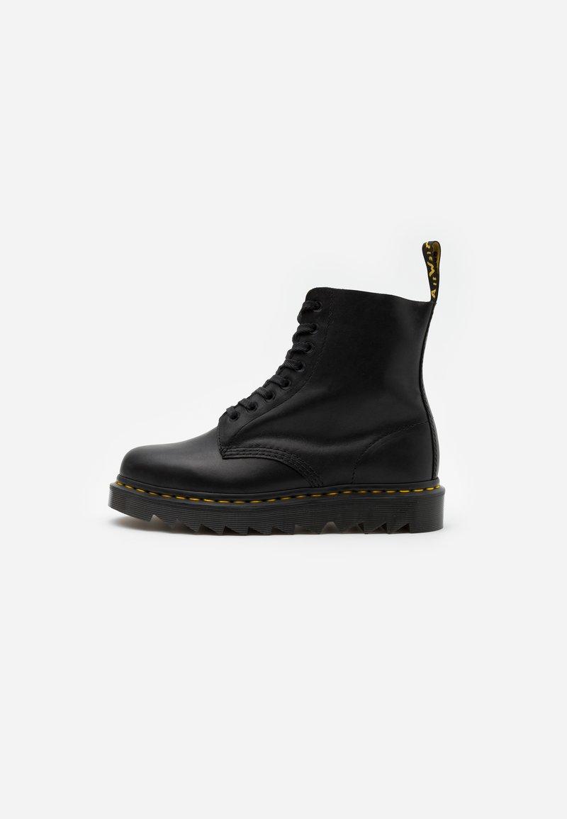 Dr. Martens - PASCAL ZIGGY - Veterboots - black luxor