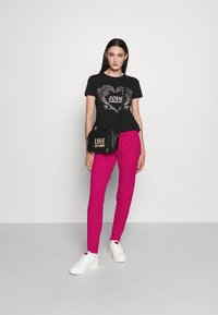 Love Moschino - Pantalon de survêtement - fuchsia - 1