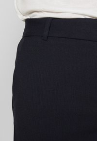 Selected Femme - SLFRIA CROPPED PANT - Trousers - dark sapphire - 3