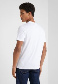Emporio Armani - EAGLE BRAND - T-shirt med print - bianco ottico - 2
