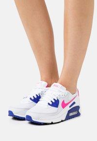 Nike Sportswear - AIR MAX 90 - Sneakers laag - white/hyper pink/concord/pure platinum/black - 3