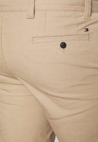 Tommy Hilfiger - BROOKLYN LIGHT  - Shorts - beige - 3