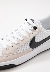 Nike SB - ADVERSARY UNISEX - Skate shoes - white/black - 7