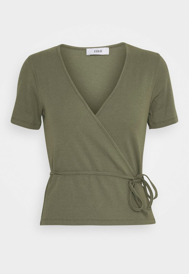 ENALLY TEE - T-shirts med print - deep lichen green