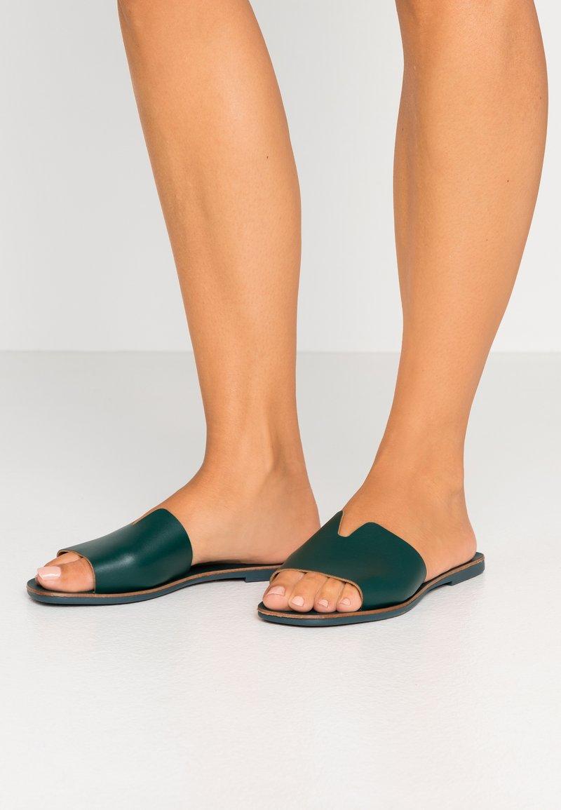 Pieces - PSNORA - Pantofle - sycamore