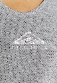 Nike Performance - CITY SLEEK TANK TRAIL - Sports shirt - dark grey heather/silver - 4