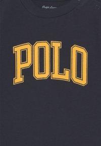 Polo Ralph Lauren - Triko spotiskem - cruise navy - 2