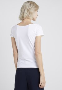 Filippa K - SCOOP NECK TOP - T-shirt - bas - white - 2