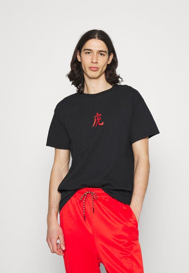 TIGER - T-shirt med print - black