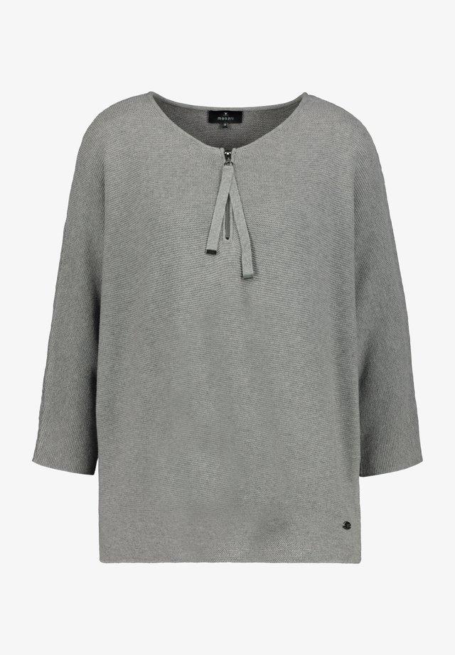 Stickad tröja - koalamelange
