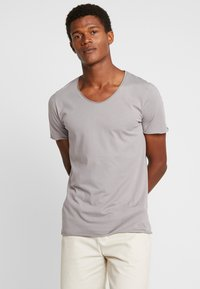 Selected Homme - SLHNEWMERCE O-NECK TEE - Basic T-shirt - frost gray - 0