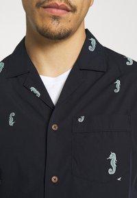 Scotch & Soda - SHORTSLEEVE WITH HAWAIIAN COLLAR - Shirt - dark blue - 5