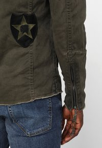 Be Edgy - BE THEO PAT - Denim jacket - khaki - 4